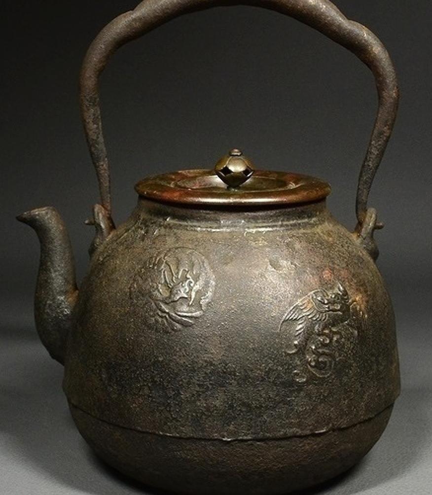 龍文堂造の鉄瓶と蓋裏の銘